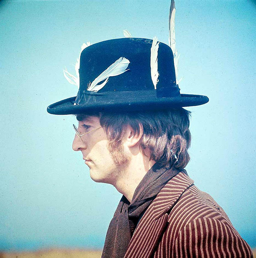 John-Lennon-the-beatles-30712053-892-900